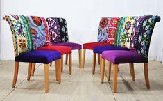 Seis sillas comedores colores tapizadas con vintage tejidos Suzani, Hmong Tailandia y terciopelo hecha a mano. Hermosa combinación de colores preciosas. Los asientos y las partes exteriores están cubiertas con telas de terciopelo y las piernas de madera son bien pulidas en color