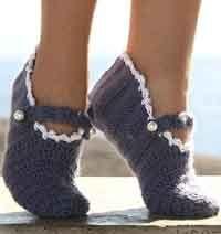 "DROPS crochet slippers in double thread ""Alpaca"". ~ DROPS Design 18 tr x 8 rows with 2 threads Alpaca = 10 x 10 cm. Crochet Boots, Knit Or Crochet, Crochet Crafts, Crochet Clothes, Crochet Stitches, Free Crochet, Crochet Patron, Free Knitting, Drops Design"