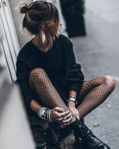 Fishnet Warm enough for bare legs | WEBSTA - Instagram Analytics Collant résille et gros pull
