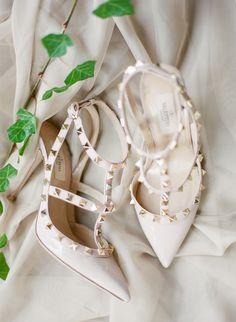 New Valentino Bridal Shoes Blush Pink Ideas Valentino Bridal, Valentino Pumps, Valentino Trainers, Valentino Rockstud, Manolo Blahnik, Jimmy Choo, Bridal Wedding Shoes, Wedding Flowers, Ethereal Wedding