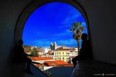 En los 4 días que pasamos en Lisboa recorrimos el Barrio de Alfama, la Sé o Catedral de Lisboa, el Panteón, el Mercado Feira da Ladra, Chiado, el Convento Carmo, San Roque, el Castillo de San Jorge, disfrutamos del tranvía 28 y como no, de los espectaculares Miradores de Lisboa.