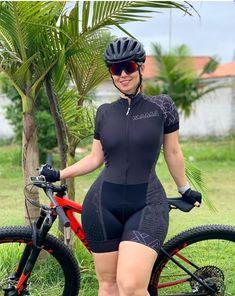 Bicycle Women, Bicycle Girl, Curvy Girl Outfits, Cute Outfits, Tyra Banks Bikini, Divas, Pedal, Cycling Girls, Ideal Beauty