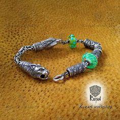 RuyaNbeads Bracelet. Charm Bracelet. Ravens bracelet. Wolves