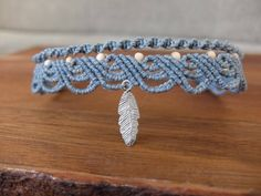 Macrame anklet grey blue with wooden beads and feather silver colors Macrame Colar, Macrame Necklace, Macrame Knots, Macrame Jewelry, Macrame Bracelets, Loom Bracelets, Macrame Bracelet Patterns, Macrame Patterns, Chevron Friendship Bracelets