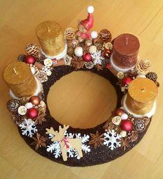 Adventi koszorú (Cs.T.) Advent Wreath, Centerpieces, Christmas Decorations, Birthday Cake, Diy, Winter, Merry Christmas, Corona, Noel