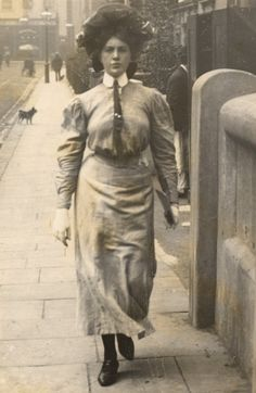 Victorian London, Vintage London, Old London, Victorian Corset, Victorian Makeup, Victorian Photos, West London, The Sartorialist, Edwardian Era