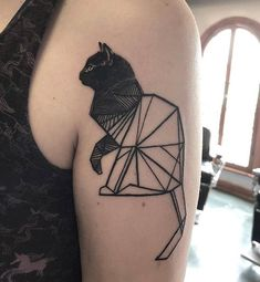 Happy #CatTatThursday! ✨🐱 . This cat has the purrfect shapes! Ameowzing geometrical cattoo by @martinkellytattoo!