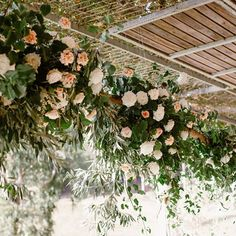 Stunning @stonebarn_lodge for @petachien & Rhys Photo @teneilkablephoto #ivy #ivyflowers #weddingflorist #weddingflowers #downsouthweddings #pembertonweddings #stonebarnweddings