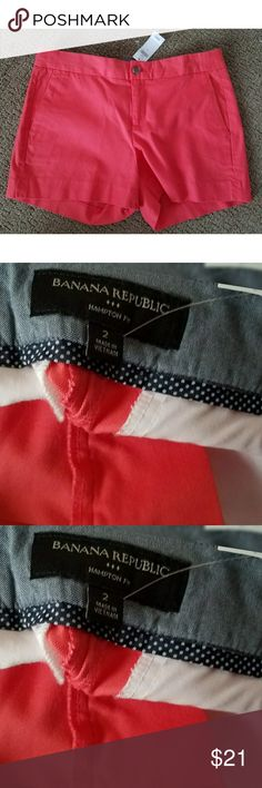 """[BANANA REPUBLIC] NWT Hampton Fit Coral size 2 NEW WITH TAGS! BANANA REPUBLIC Hampton Fit Shorts. Size 2. Color is coral really pretty color. Measurements waist laid flat 15.5"""" Inseam 3.5"""" Length from waist to bottom 14"""". COMES from CLEAN and Smoke Free Home Banana Republic Shorts"""