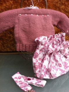Conjunto de jersey bee y culotte en rosa pocho. Nos encanta este color para niña