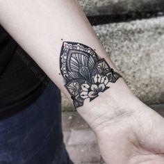 Done by Olga from Last Drakkar tattoo studio   #lastdrakkar #mandala #mandalatattoo #ornament #ornamenttattoo #dotwork #dotworktattoo #linework #lineworktattoo #watercolor #watercolour #underboob #tattoo #fomaletattoo #inkedgirl #mandalatattoo #chmielna26 #warszawatatuaż #girslwithtattoos #animaltattoo