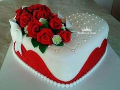 Send Mother's Day Cakes Online from Kingdomofcakes. We offer online delivery of Women's Day special cakes in various designs and flavours. Heart Shaped Birthday Cake, Heart Shaped Cakes, Pretty Birthday Cakes, Heart Cakes, Birthday Cakes For Women, Pretty Cakes, Beautiful Cakes, Happy Birthday, Fondant Cakes