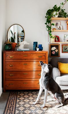 Living room vibes. A dresser drawer in the living room corner. Detalles únicos - AD España, © Belén Imaz
