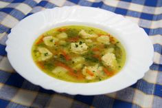 Jarná polievka s krupicovými knedličkami • Recept | svetvomne.sk