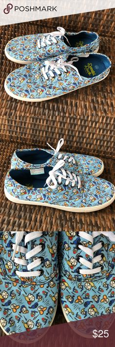 Disney Sneakers Donald Duck Womens 10 Canvas Shoes Preowned, bottom rubber could use a good cleaning. Canvas is in great shape Disney Shoes Sneakers