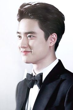 The smile on your face melt my heart.do kyungsoo Exo 12, Smile Wallpaper, Exo Lockscreen, Exo Korean, Kim Min Seok, Kim Junmyeon, Do Kyung Soo, Pop Singers, Park Chanyeol