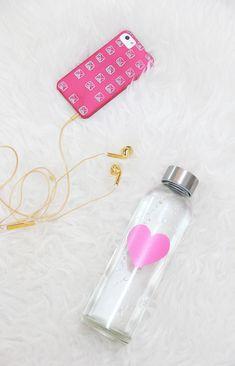 paint glass water bottles, diy glass bottles, heart diys