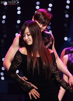 Nichkhun Victoria, Victoria Fx, Song Qian, We Get Married, Best Friend Goals, Concert, Fashion, Moda, Recital