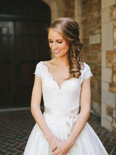 Picking the right wedding dress for you is actually not that much work. All that need to be done is choosing the model that compliments your body shape and personality. First thing first, let's start with choosing the necklines. on http://www.bridestory.com/blog/12-kinds-of-neckline-for-your-body-type