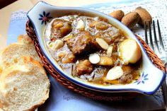 Spezzatino al marsala, con mandorle, semi di senape nera e pane di patate