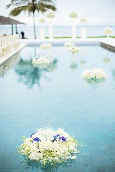 33 Cool Poolside Wedding Ideas | HappyWedd.com #PinoftheDay #cool #poolside #wedding #ideas #WeddingIdeas