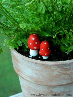 DIY garden mushrooms made out of clay. i can't believe i never thought of that.