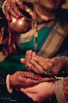 Wedding Photo Inspiration, Ideas, Style, Themes of Indian Wedding Indian Wedding Photography Poses, Indian Wedding Photos, Big Fat Indian Wedding, Documentary Wedding Photography, Candid Photography, Wedding Poses, Wedding Photoshoot, Indian Weddings, Marathi Wedding