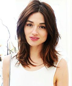 13 Of The Excellent Center Parted Medium Hairstyles for Women To Look Young