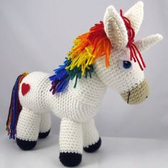 This is a Rainbow Unicorn Amigurumi with the standard completely free. A cute and simple design for beginners. I hope you enjoyed. Good job. Free Rainbow Rainbow Pattern Amigurumi << here >>  Source: https://squirrelpicnic.com