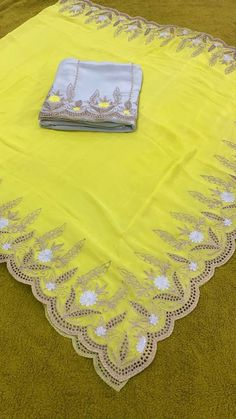 Border Embroidery Designs, Embroidery Suits Design, Machine Embroidery Designs, Churidhar Designs, Henna Designs, Embroidery Suits Punjabi, Embroidery Dress, Punjabi Suits Party Wear, Punjabi Suits Designer Boutique