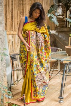 Our exact mustard raw silk sellout piece, this time with a flamboyant peacock motif pallu! Richly detailed Kalamkari cross pallu magic, which has a gradual slant ending in an opulent peacock motif pallu. Do a blouse of any color in the pallu and rule the roost at any and every event. #kalamkari #saree #India #blouse #houseofblouse