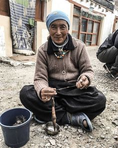Ladakhi   valley Zanskar  spinning cotton: hand spindle with clay spindle whorl is supported in a broken shell  On Savu the spinning technique for yarn is of the type 'supported' spinning. It is either done in a shell or in a broken glazed plate. .