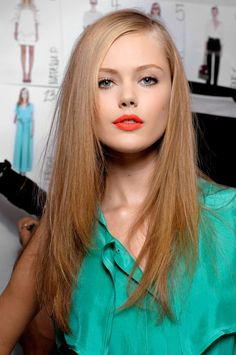 Coral lip + neutral eye = beautiful Spring Vibrant coral & orange lips are an instant pick-me-up.