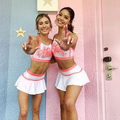 Sexy Cheerleader , Flexibility and Beauty - Page 2 of 4 - clarek Hottest Nfl Cheerleaders, Cheerleading Pictures, Cheerleading Uniforms, Football Cheerleaders, College Cheerleading, Volleyball Pictures, Softball Pictures, Cheerleading Videos, Buccaneers Cheerleaders