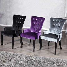 Simple touche ou complément d'une décoration intérieure totalement baroque, le fauteuil BOUTIQUE trouvera sa place chez vous ! Résolument chic et tendance, ce petit fauteuil en velours se décline en trois coloris : noir, gris ou lila.  Indéniablement glamour, son dossier capitonné est orné de strass translucides.