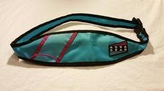 Génial Nike sac banane « Aqua Gear » avec sangle réglable. Sport Slim design le rend parfait pour la course et la randonnée, ou pour…