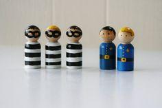 Bolsa llena de policías y ladrones  clavija de madera muñecas