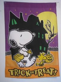 """LARGE SNOOPY AND WOODSTOCK TRICK OR TREAT"""" HALLOWEEN HOUSE FLAG 28""""X 40"""" NEW!"""