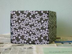 PLATA Y CHOCOLATE: Cómo forrar con papel una caja de cartón Fabric Covered Boxes, Paper, Cardboard Boxes, Chocolate, Blog, Crate Decor, Craftsman Deck Boxes, Decorated Boxes, Ideas
