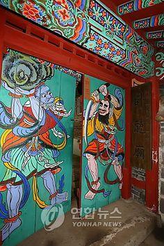 Painting depicting Zhuge Liang of The Three Kingdoms...taken at Waryongmyo in Seoul, Korea