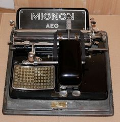 AEG Mignon 3 typewriter w/ gothic type Fraktur Font Frakturschrift • RARE 1920s