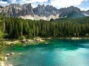 Einzigartig in Europa, der Karersee in Tiers am Rosengarten Südtirol