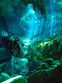 dosojos  cenote limestone sinkhole diving