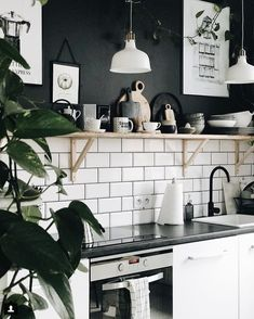 Black and white for the win! I really DO love color but black is so 🔥 @margo.hupert.art home is just as amazing as her art!! 🙌🏻