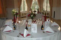 Svatební hostina v barvě marsala