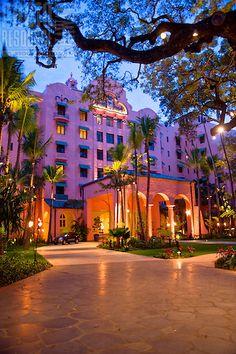 ROYAL HAWAIIAN HOTEL The world famous Royal Hawaiian Hotel on Waikiki Beach, Honolulu.