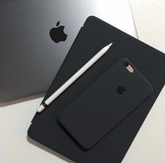 The best smartphone you need to get. #iphone #apple #pro #iphonex #android #smartphone #caseiphone #ipods #case #ipad #applelaptope #promax #airpods #shotoniphone #applewatch #iphonexs #phone #iphonemax #iphonepro #appleheadphone #macbook #appleproducts- Apple Tv, Apple Watch, Jóias Body Chains, Apple Iphone, Technology Gadgets, Technology Design, Futuristic Technology, Technology Apple, Apple Brand