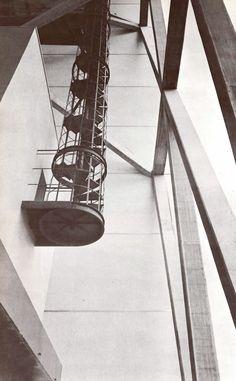 Vista de la estructura superiores y acceso al carillón, Edificio de la Torre Banobras (Banco Nacional Hipotecario) durante la construcción, Nonoalco-Tlatelolco, México DF 1962 Arqs. Mario Pani y Luis Ramos - View of the upper structure and access to the carillon, Banobras Tower Building (National Mortgage Bank), Nonoalco-Tlatelolco, Mexico City 1962