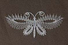 Fotografía Lacemaking, Lace Heart, Lace Jewelry, Bobbin Lace, String Art, Hobbies And Crafts, Tangled, Lace Detail, Projects To Try