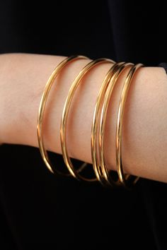 Plain Gold Bangles, Gold Bangles For Women, Gold Bangles Design, Gold Plated Bangles, Gold Jewellery Design, Branded Jewellery, Gold Jewelry, Antique Jewellery Designs, Pearl Necklace Designs